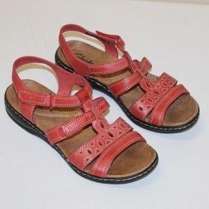 Clark Sandals Women size 7 Wide Coral Pink